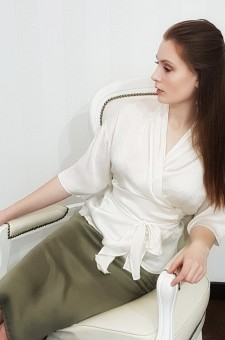 Шелковая блузка с запахом