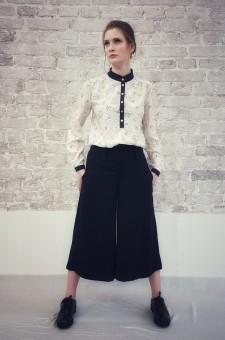Шелковая блузка с ромашками