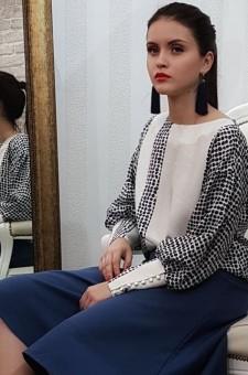 Белая с синим блузка из натурального шёлка