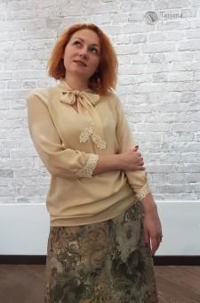 Шелковая блузка с бантом