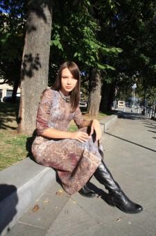 Купить шерстяное платье миди. Бордовое платье ниже колен