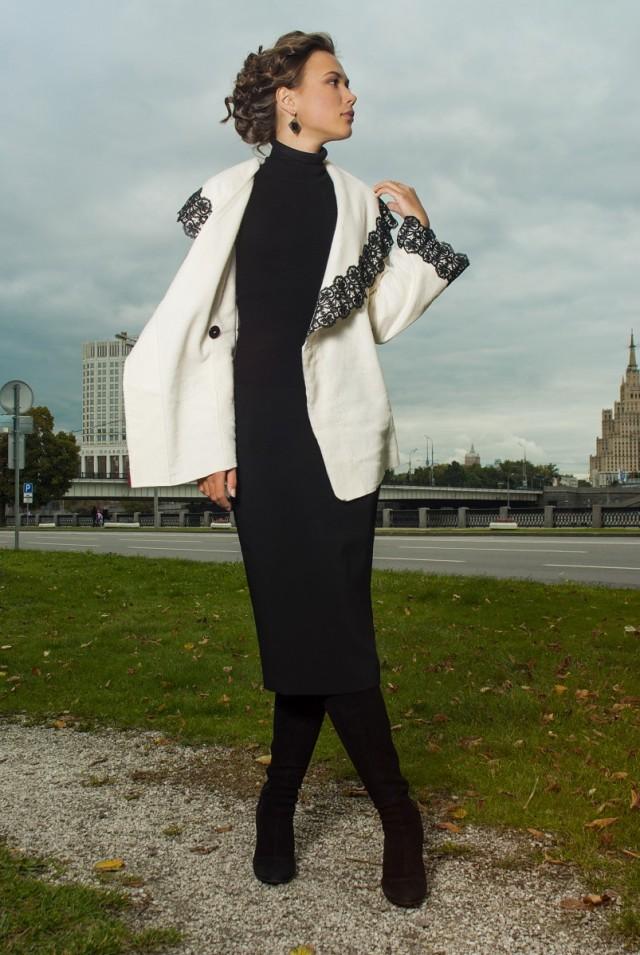 Демисезонное белое пальто из шерсти