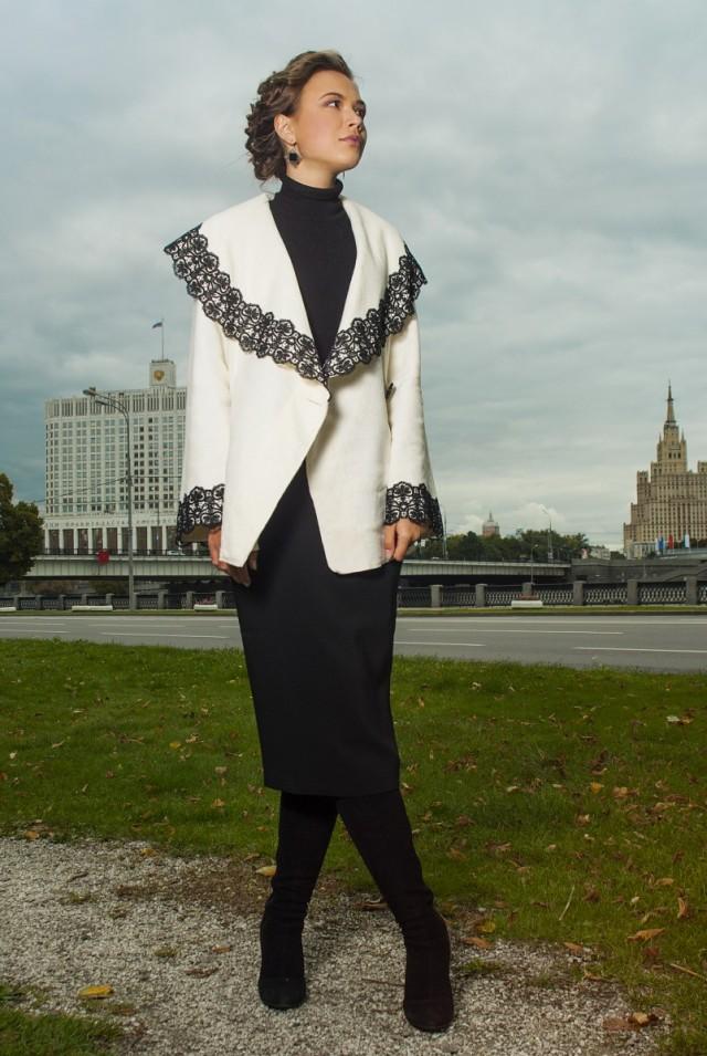 Белое шерстяное пальто