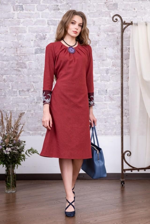 бордовое офисное платье