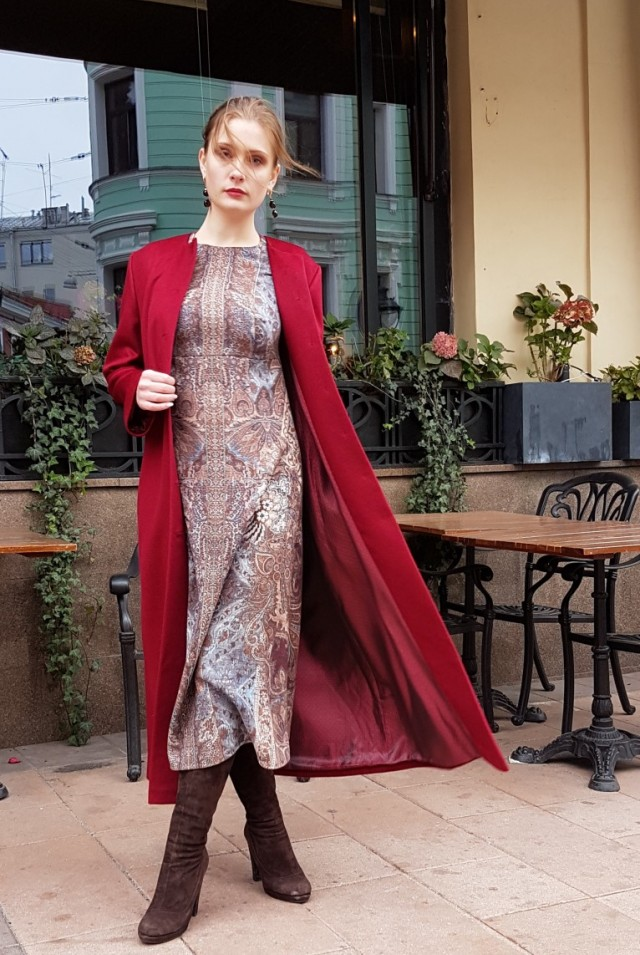 Красное пальто макси