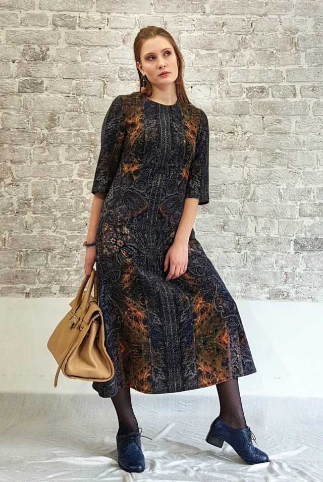 шерстяное темно-синее платье миди