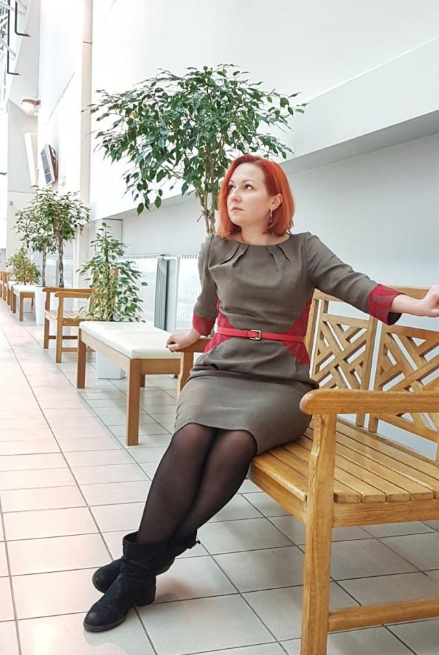 шерстяное платье миди приталенное