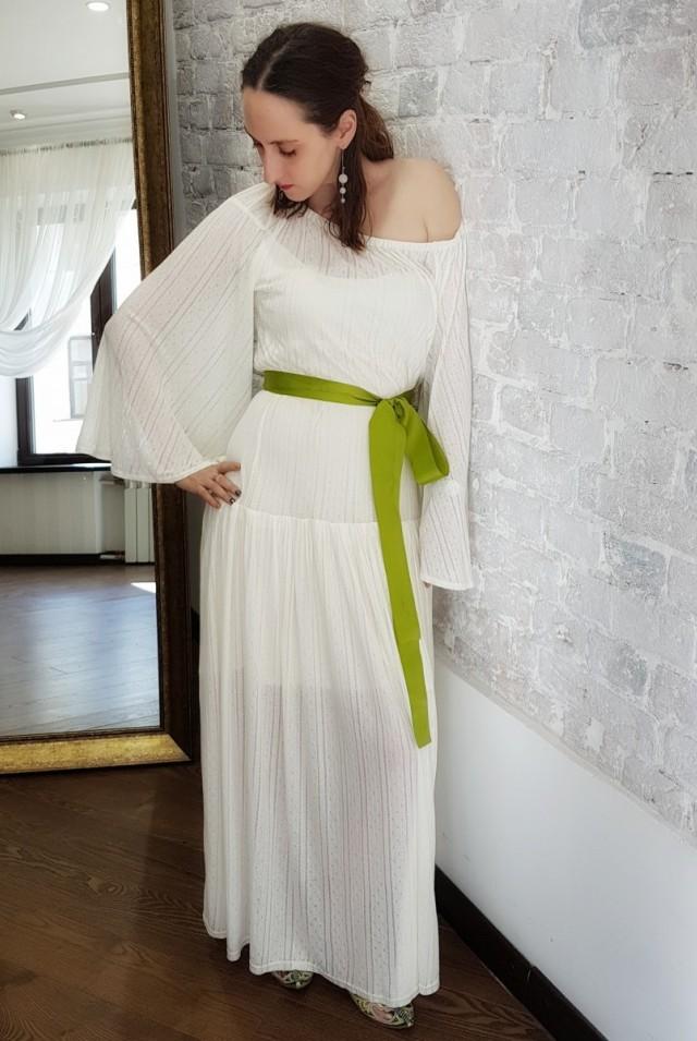 летнее белое платье в пол с открытыми плечами