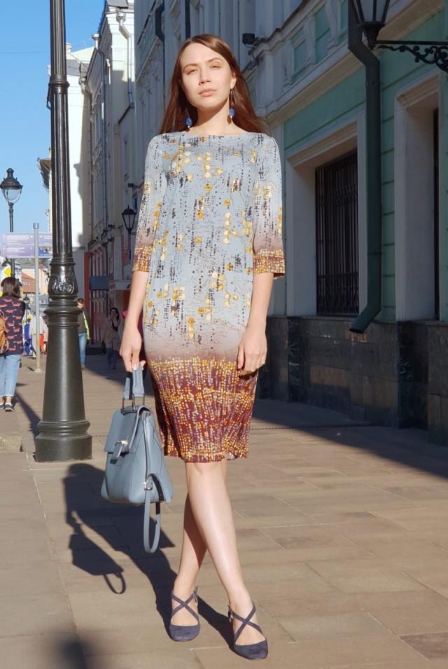 голубое шелковое платье миди