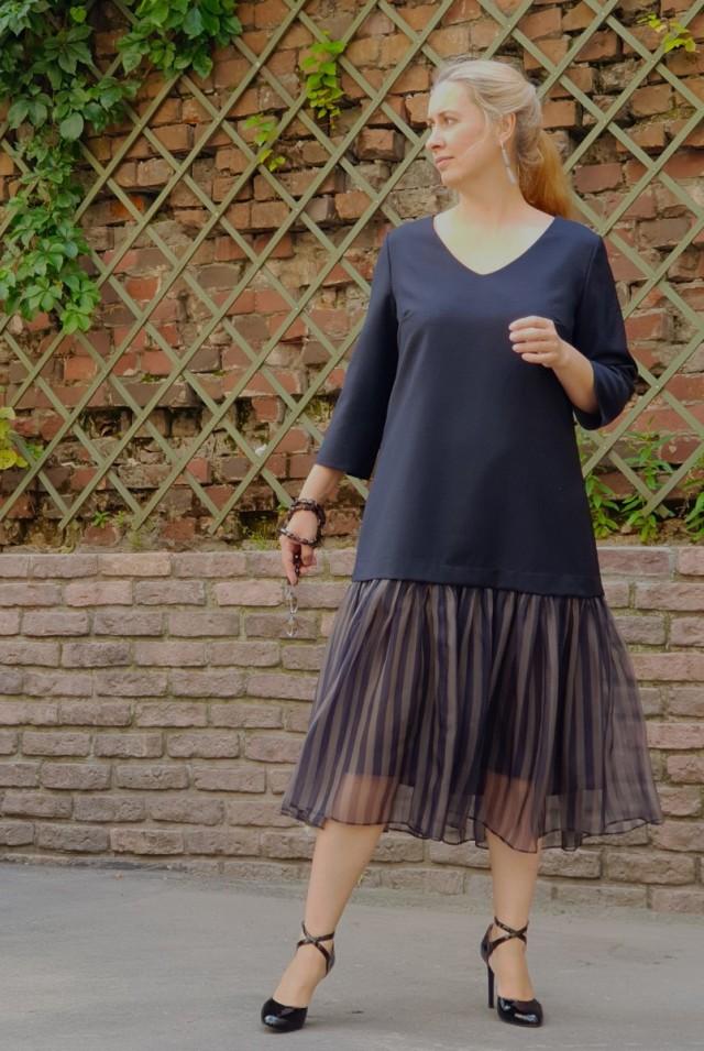 темно-синее шерстяное платье миди