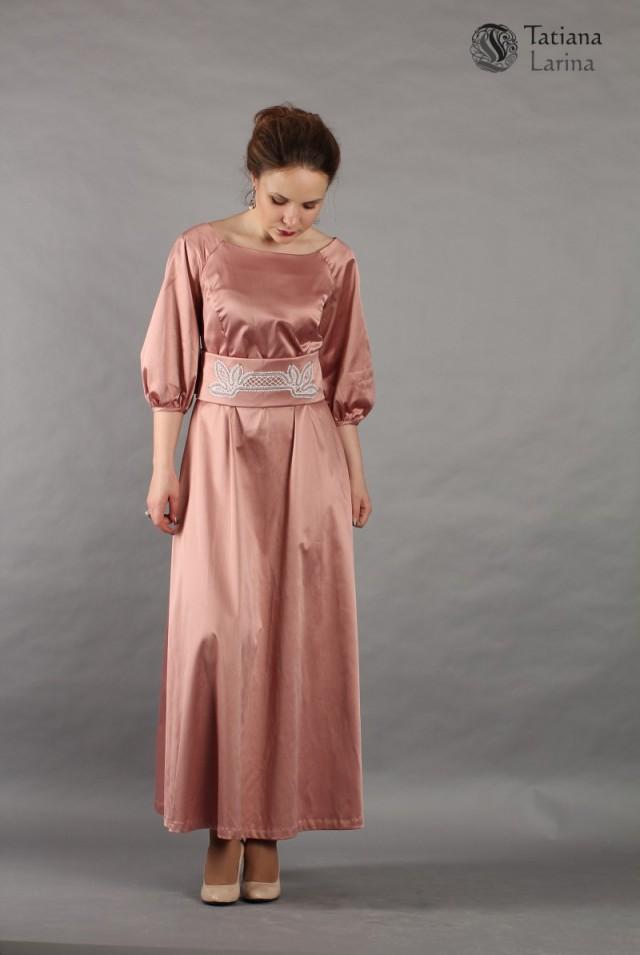 Длинное платье цвета пыльной розы