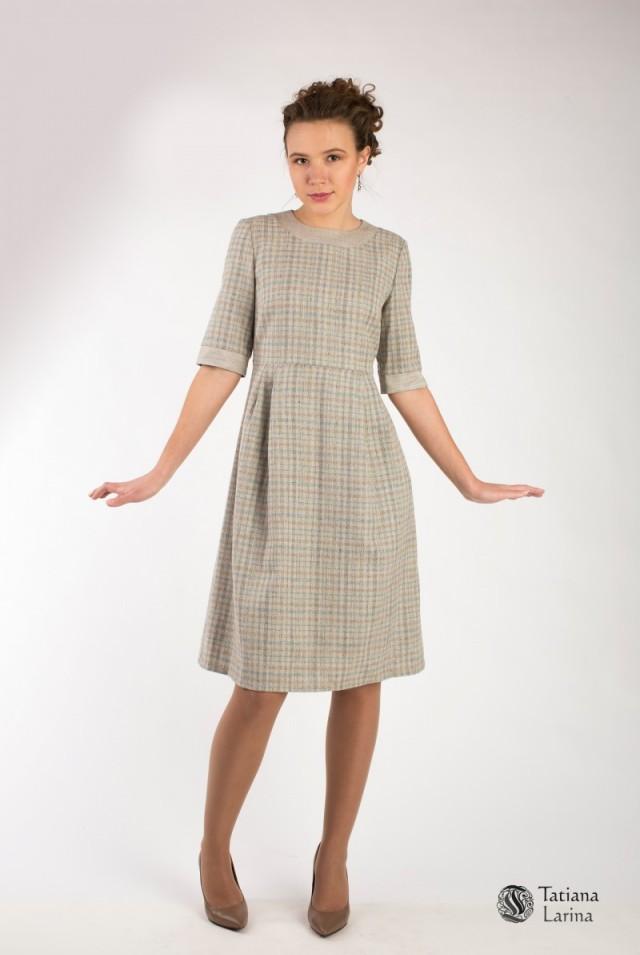 Платье на осень серое бежевое