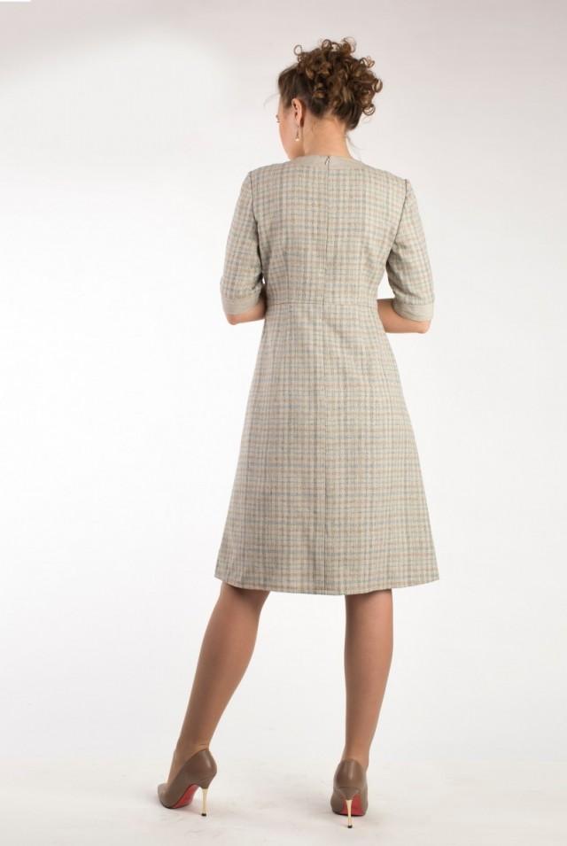 Шерстяное платье для офиса серого бежевого цвета