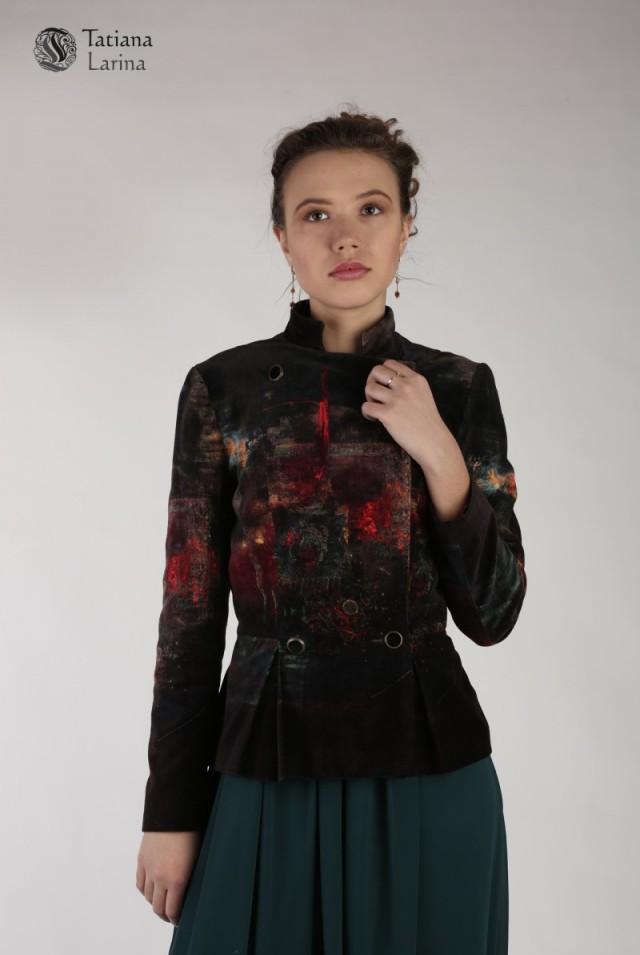 Коричневый пиджак их бархата