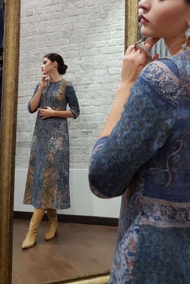 нарядное платье на осень 100% шерсть синее