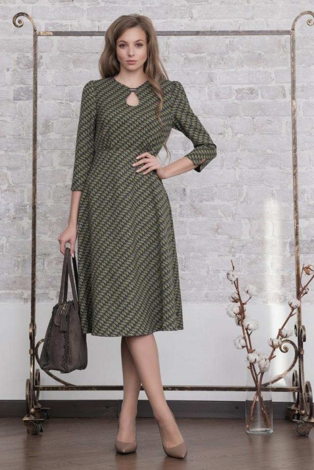 Офисное шерстяное платье зеленое