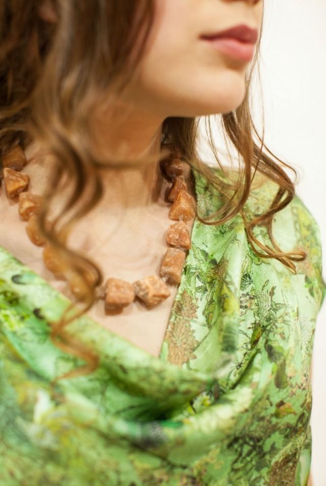 зеленая блузка из натурального шелка