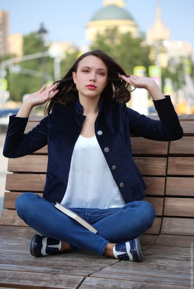 женский пиджак из синего бархата