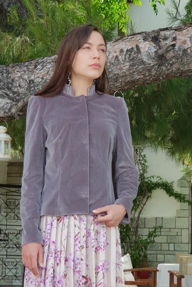 бархатный пиджак женский серый сиреневый