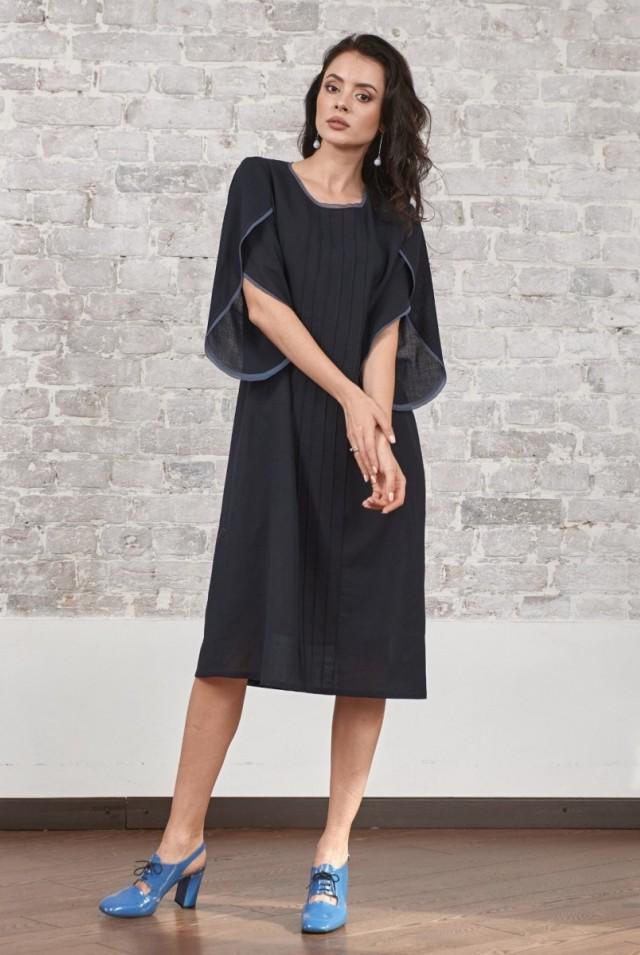 платье из тонкой шерсти с длинным рукавом