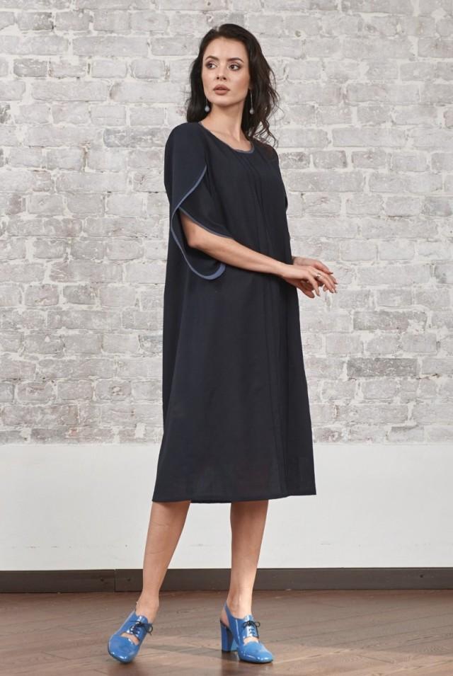 темное синее платье из шерсти