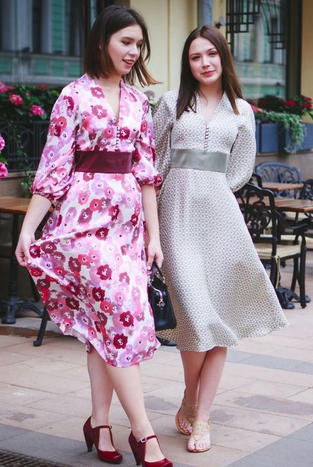 шёлковое летнее платье ниже колена