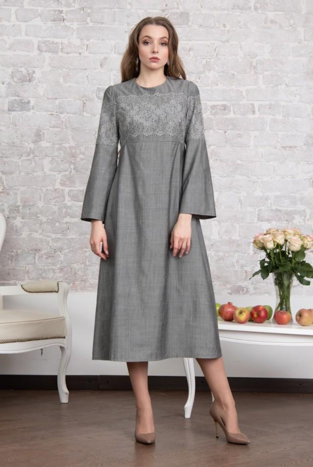 серое платье из шерсти с кружевом