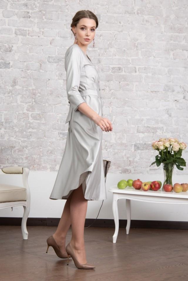 серое платье из натурального шелка