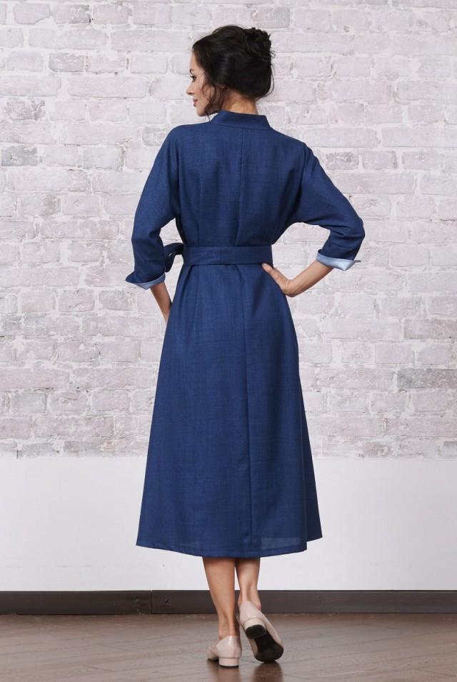 синее платье миди с поясом